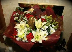 Send christmas flowers to your love ones.JPG