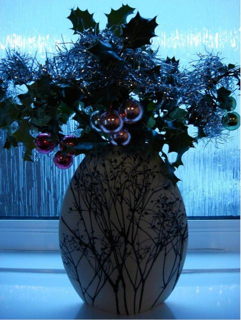 Artificial christmas flowers_Great Christmas centerpiece.JPG