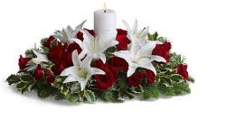 Christmas centerpiece with whtie and red flowers and white candle.JPG