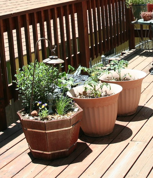 Deck vegetable gardening.PNG