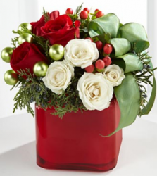 Noel Bouque with red and white roses for holidays.PNG