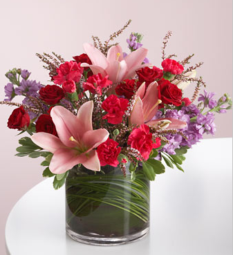 Modern valentine flowers with round glass vase.PNG
