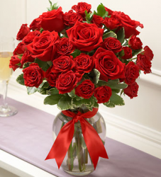Red roses valentines flower and glass vase.PNG