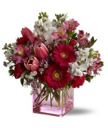 Valentine bouquet with square pink glass vase.PNG