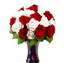 Valentines day arrangement with red and white roses.PNG