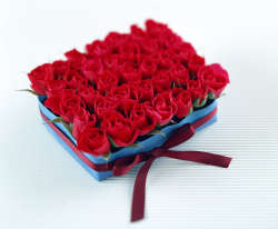 Fashion valentine arrangement with small red roses.PNG