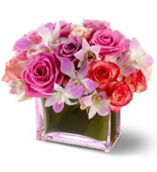 Light flowers valentines day with glass vase.PNG