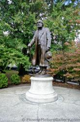 Everette Hale statue at Boston Public Garden.jpg