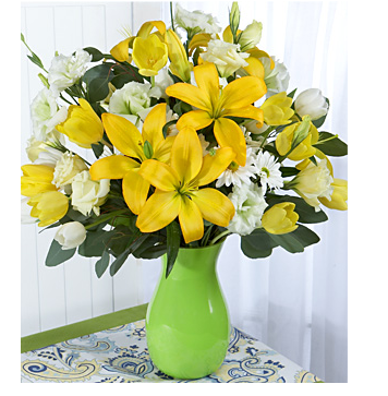 Mother's day flowers gift in whtie and bright yellow.PNG