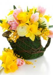 Beautiful Easter bouqet pictures with very unique vase.JPG