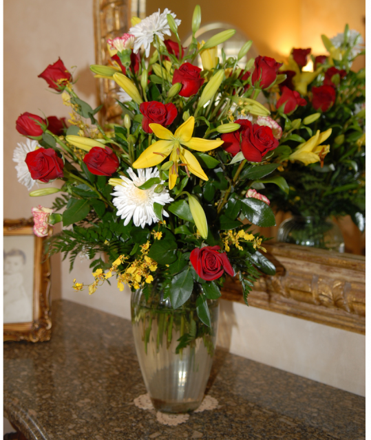 Big mother 39 s day flowers arrangement images png hi res 720p hd for Mothers day flower arrangements