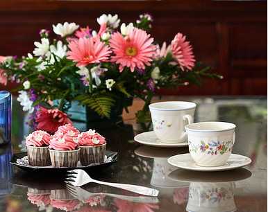 Mother's day special gift idea with flowers and cupcakes.PNG