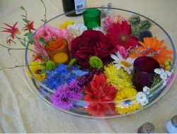 Picture of table center flower arrangement in glass bowl.PNG