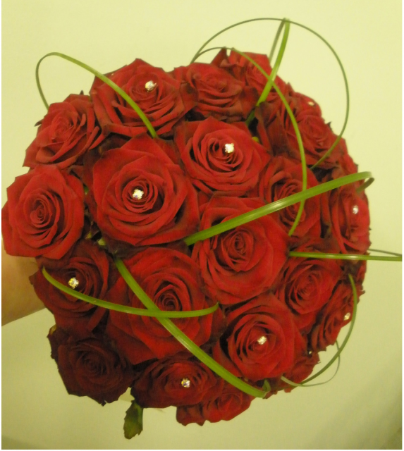 Red roses wedding bouquet picture.PNG