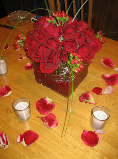 Red rose square short wedding centerpiece picture hi