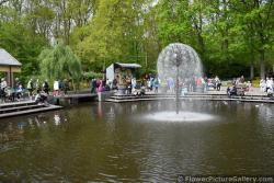 Keukenhof Fountain at Main Entrance Area.jpg