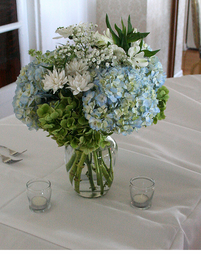 Simple White And Blue Wedding Table Arrangement Photos Png
