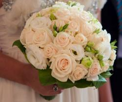 2015 wedding bouquet with beautiful roses in cream light preachy colors.JPG