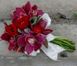 Unique flowers wedding bouquet with red flowers and magenta flowers.JPG