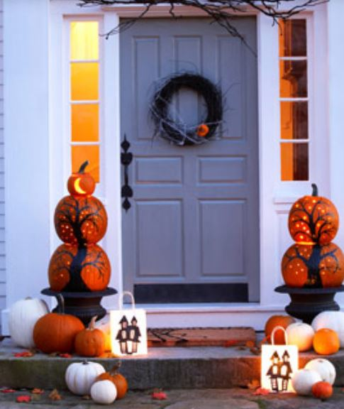 2015 Halloween front door decor photos.JPG