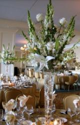 White flowers wedding table decor ideas images.JPG