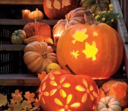 2015 pumpkin front porch decor ideas with jack o latern.JPG