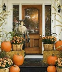 Front door decoration ideas with fresh flowers and fresh pumpkins.JPG