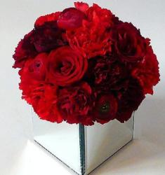 Modern Valentines day flowers centerpiece photos