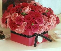 Trendy valentines days gift box with roses
