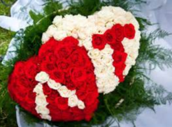 Beautiful valentines hearts shape flowers bouquets picture