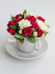 Cute Arrangement of Small Roses in a Ceramic Cup & Plate.JPG