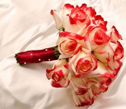 Two toned roses bouquet in white and red