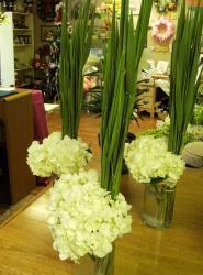 Affortable wedding arrangements with white flowers