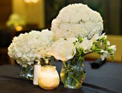 Classy wedding centerpieces with beautiful white flowers