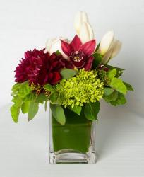 Latest wedding centerpiece with large flowers in square vase and large green leaf inside