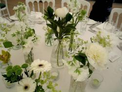Creative and cheap wedding arrangement ideas with small centerpieces