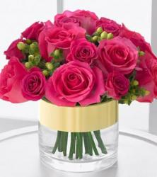 Hot pink roses center piece picture
