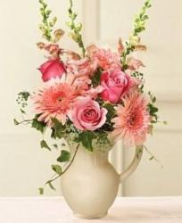 Beautiful centerpiece with pink flowers