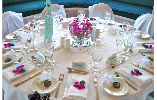 Picture of wedding table decor ideas with pink orchid flower.