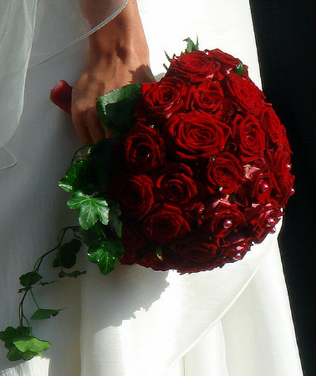 Big red roses bridal bouquet pictures png for Biggest bouquet of flowers