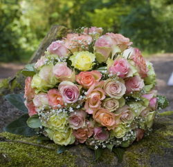 Big wedding bouquet with small flowers in different colors.PNG
