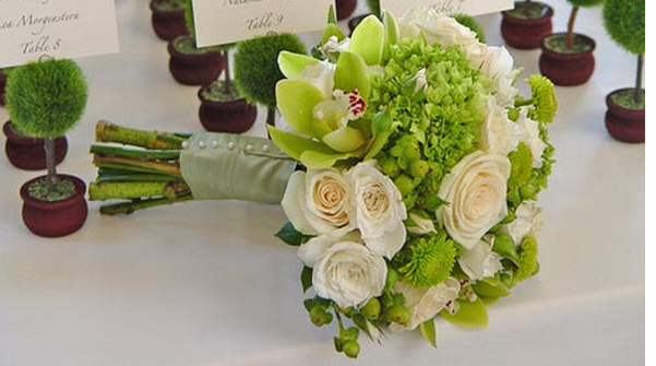 Modern Wedding Bouquet With Peach And Green Flowers PicturesPNG