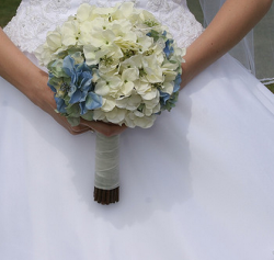 Blue and white bride bouquets with a chic look.PNG