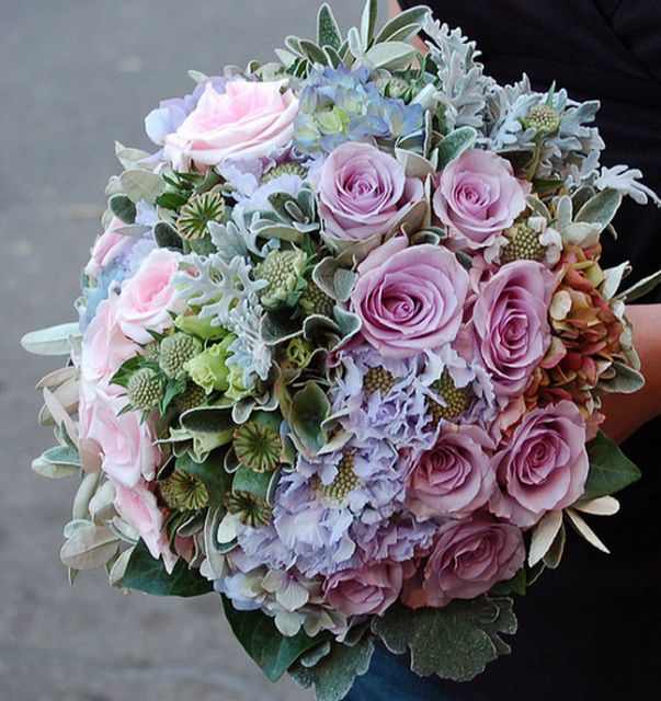 Bridal Bouquet Estimates : Wedding flowers ideas pictures of a big bridal bouquet