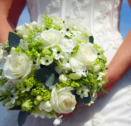 White traditional bridal bouquet pictures.PNG