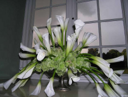 White lilies big wedding centerpiece pictures.PNG