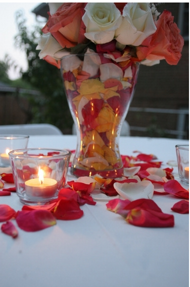 Trendy centerpiece with rose pales on the table.PNG