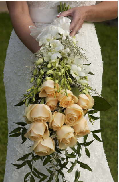 Peach roses bouquet for weddings.PNG