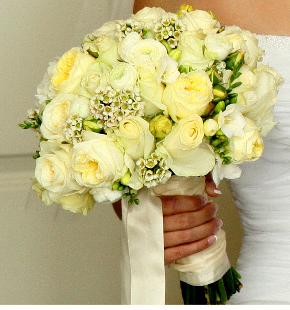 Trendy bridal bouquet with creamy light yellow flowers.PNG