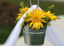 Yellow daisies flowers center piece pictures.PNG